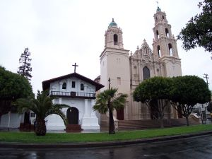 Photo of 18th-century Spanish Colonial Mission San Francisco de Asis—Mission Dolores (left), and early 20th-century Spanish Colonial Revival style parish church (right). Photograph by Robert A. Estremo